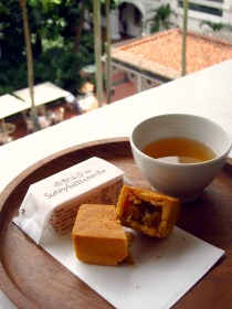SunnyHills Pineapple tart + Summer Oolong tea
